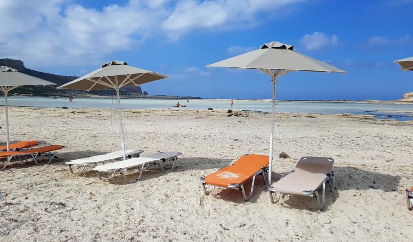 Hamacas y sombrillas playa de Balos
