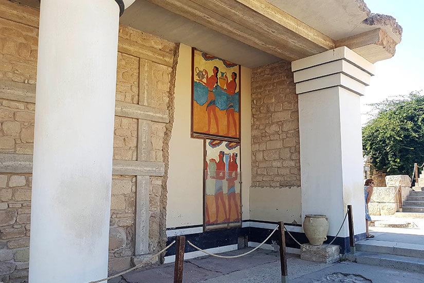 Frescos en las paredes del corredor de las procesiones
