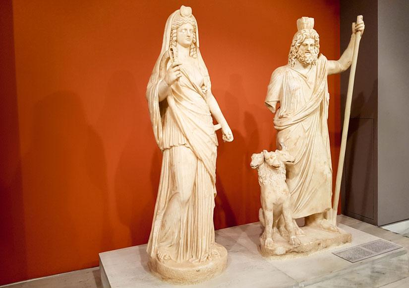 Estatuas de Perséfone (ISIS), Plutón (Sarapis) y el perro de 3 cabezas de Kerberos