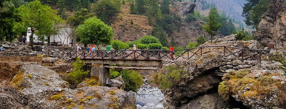 Puente en la garganta de Samaria