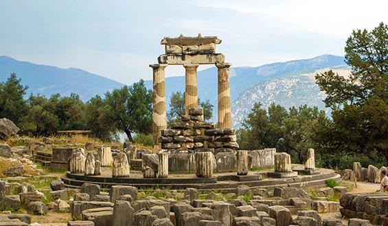Templo de Atenea, un edificio circular con columnas dóricas