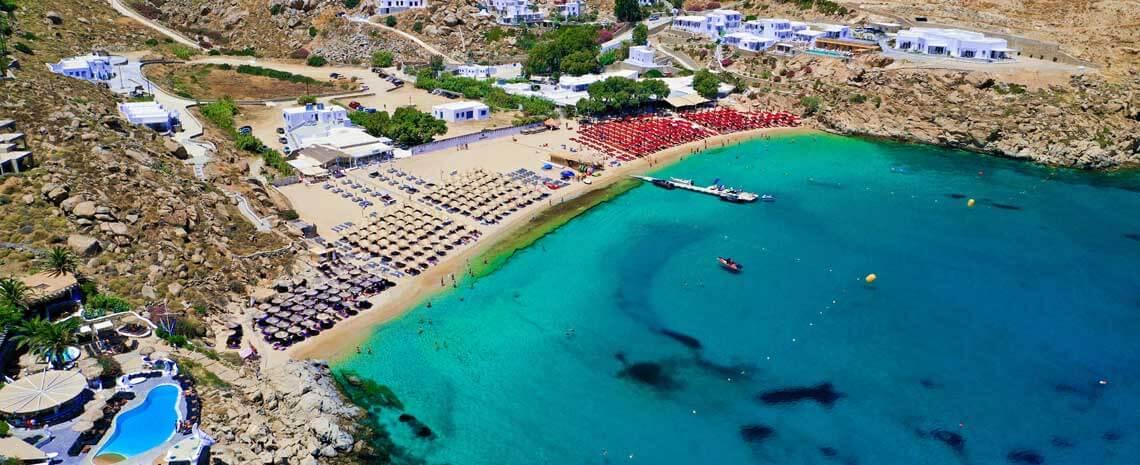 Vista aerea de la playa Super Paradise en Mykonos