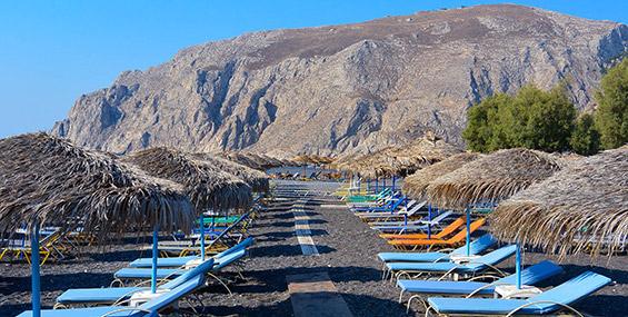 Hamacas en la playa de Kamari